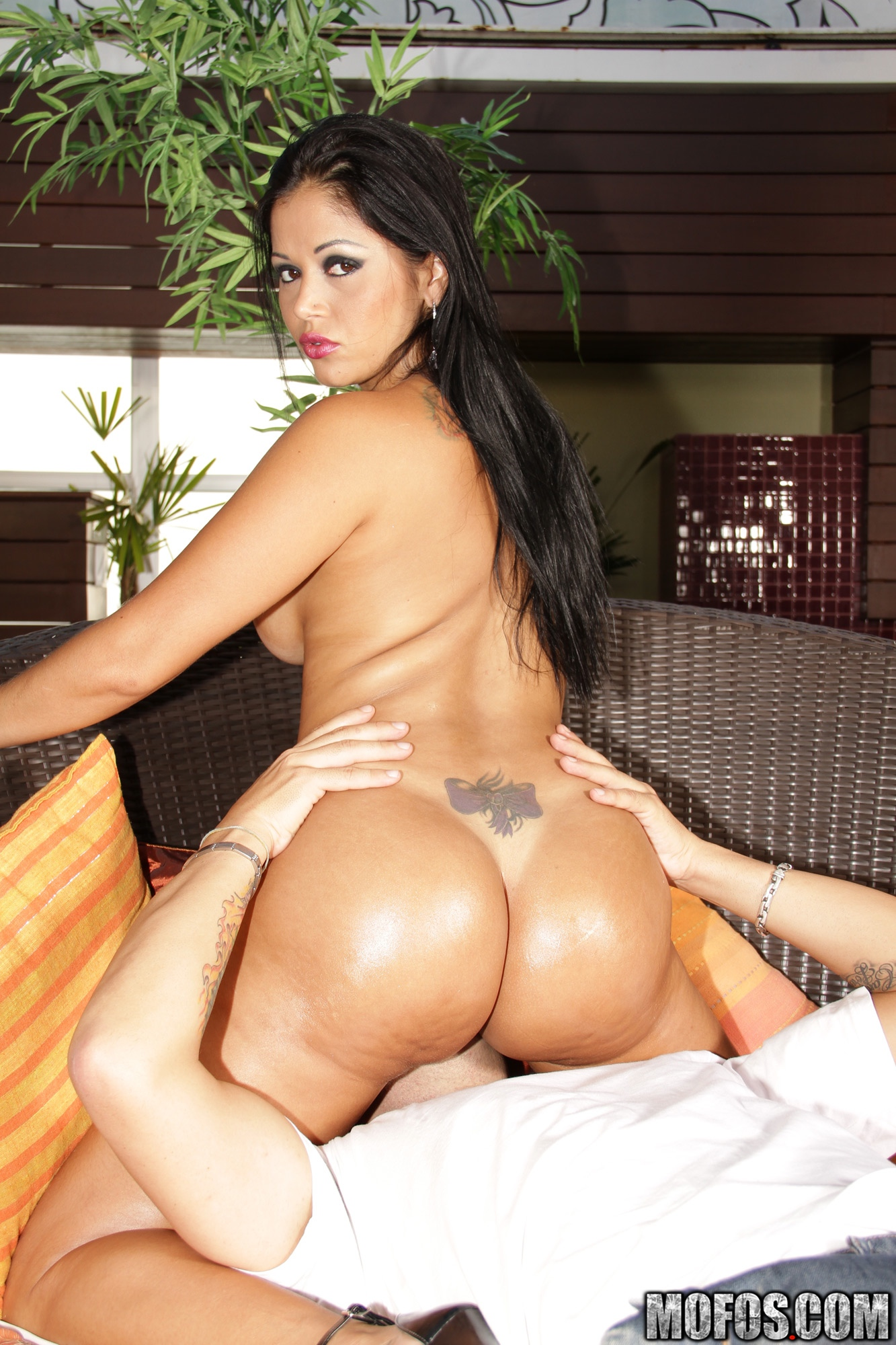 Gina Jolie Shows Us Some Ass And Pussy
